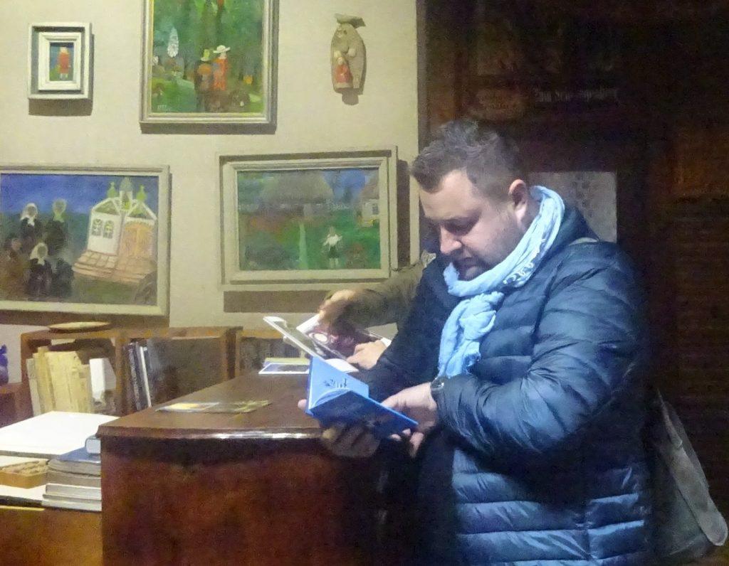 Lesen im Museum. Nida Forum